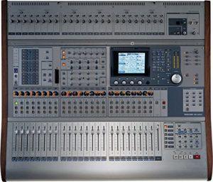 Tascam DM-4800 64-canal numérique Console de mixage sans Meterbridge