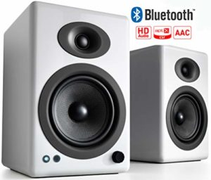 Enceintes d'étagère alimentées sans Fil Audioengine A5+ 150W | Amplificateur analogique intégré | aptX HD Bluetooth Entrées DAC, RCA et 3,5 mm 24 Bits | Télécommande en Aluminium Massif