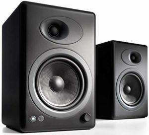 Audioengine A5+ Classic 150W Enceintes d'étagère amplifiées | Amplificateur analogique intégré | Télécommande | Entrées RCA et 3,5 mm | Câbles fournis (Noir)