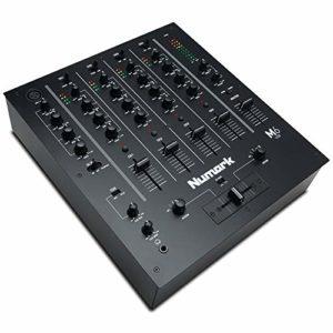 Numark M6 USB – Table de Mixage 4 Voies avec Interface Audio Intégrée, EQ 3 Bandes, Ensemble Complet d'Entrées, un Crossfader Remplaçable avec Commandes de Slope